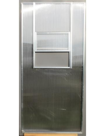 Výletové okno zabudované do polykarbonátové steny